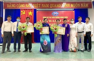 Huyện Dương Minh Châu trao Huy hiệu 40 và 30 tuổi Đảng