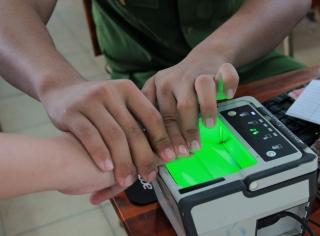 Làm CCCD có gắn chip cho học sinh tại các trường học