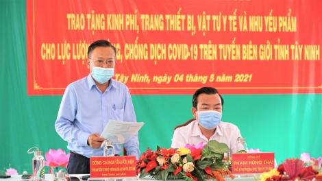 Trao tặng 3,2 tỷ đồng cho các lực lượng tham gia công tác phòng, chống dịch Covid-19 trên tuyến biên giới Tây Ninh
