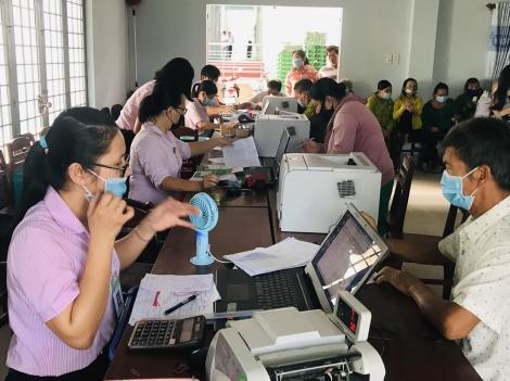 Ngân hàng chính sách xã hội huyện Gò Dầu tích cực giải ngân vốn ở các điểm giao dịch xã, thị trấn