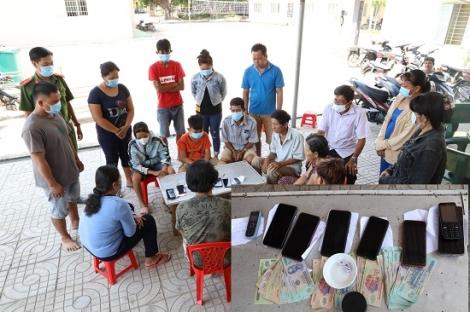 Công an huyện Bến Cầu tạm giữ hình sự 12 người đánh bạc