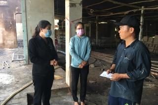 Lãnh đạo huyện Gò Dầu thăm gia đình bị hỏa hoạn thiệt hại toàn bộ tài sản
