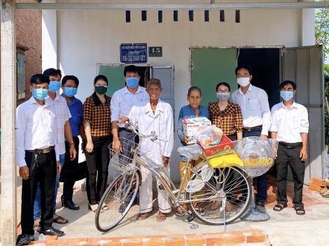 Ủy ban MTTQ Việt Nam tỉnh tặng nhà và sửa chữa nhà đại đoàn kết cho người dân xã Tân Bình, thành phố Tây Ninh