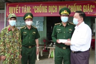Thăm cán bộ, chiến sĩ Đồn Biên phòng cửa khẩu Phước Tân
