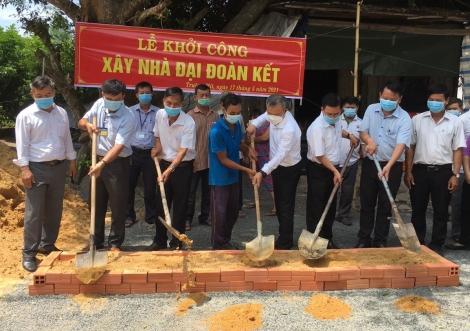 Dự lễ khởi công xây tặng nhà Đại đoàn kết tại Truông Mít