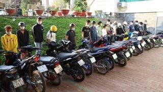 Bắt nhóm thanh niên tụ tập đua xe và cổ vũ đua xe trái phép