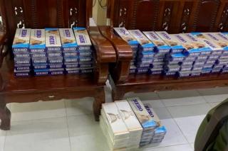 Công an xã Thạnh Tân bắt quả tang hai đối tượng vận chuyển thuốc lá lậu