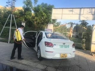 Tài xế taxi nâng cao ý thức phòng chống Covid-19