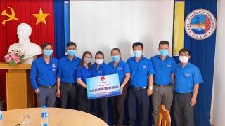 Thành đoàn Tây Ninh: Tặng quà cho đoàn viên thanh niên công nhân