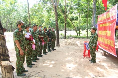 Trung đoàn 174 tổ chức lễ thăng hàm sĩ quan tại chốt phòng, chống dịch