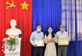 Khen thưởng 2 tập thể và 11 cá nhân có thành tích xuất sắc trong công tác tuyên truyền bầu cử