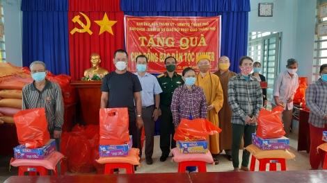 TP.Tây Ninh: Tặng quà cho đồng bào dân tộc