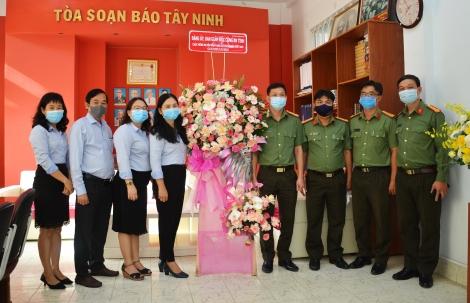 Công an tỉnh: Thăm, chúc mừng Báo Tây Ninh nhân ngày 21.6