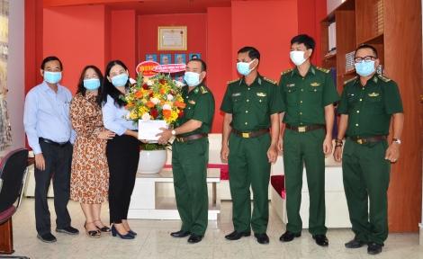 Nhiều tổ chức, đơn vị đến thăm, chúc mừng Báo Tây Ninh nhân dịp 21.6