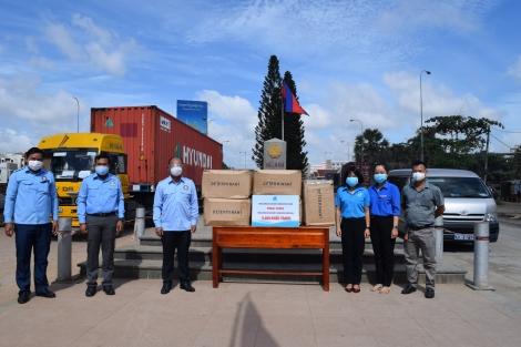 Tặng 5.000 khẩu trang cho Hội Liên hiệp Thanh niên Campuchia