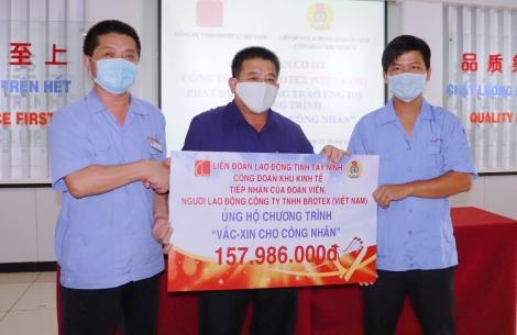 """LĐLĐ tỉnh Tây Ninh: Tiếp nhận kinh phí ủng hộ Chương trình """"Vaccine cho công nhân"""""""