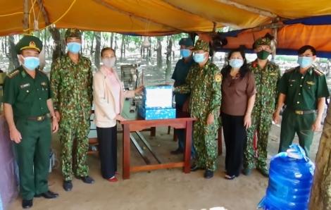 Liên hiệp các Hội KH&KT tỉnh: Thăm, tặng quà lực chống dịch Covid 19 tại Đồn Biên phòng Lò Gò
