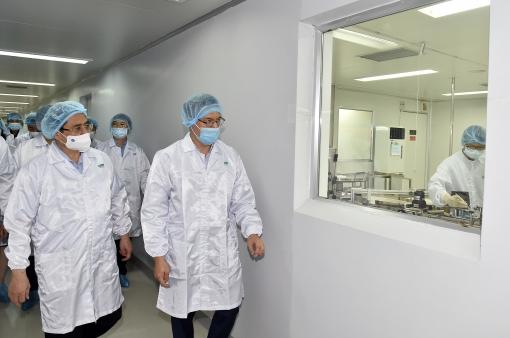 Chùm ảnh: Thủ tướng thăm, động viên các cơ sở nghiên cứu, sản xuất vaccine phòng chống COVID-19