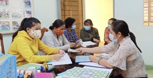Trao vốn hỗ trợ khởi nghiệp cho hội viên phụ nữ