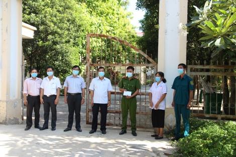Đoàn công tác MTTQ Việt Nam tỉnh thăm cán bộ, nhân viên làm nhiệm vụ tại khu cách ly