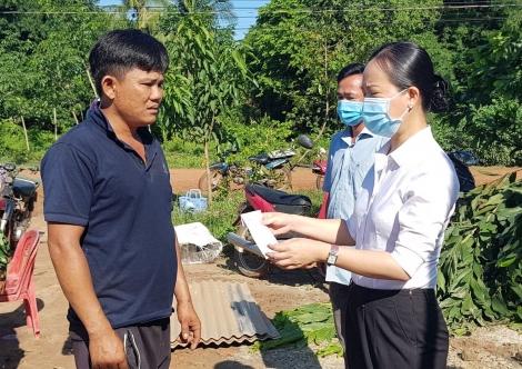 Đồn Biên phòng Vàm Trảng Trâu: Giúp dân khắc phục thiệt hại do lốc xoáy