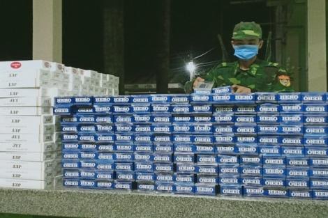 Một đêm bắt giữ hơn 14.000 gói thuốc lá lậu