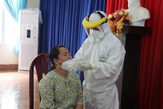 Tập huấn quy trình xét nghiệm test nhanh sàng lọc SARS-CoV-2 cho cán bộ y tế doanh nghiệp