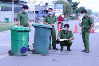 Tân Châu: Bị truy đuổi lạc tay lái lao xe vào thùng rác, làm 2 người tử vong