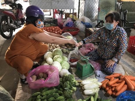 """Bách hóa xanh không tăng giá đột biến, chợ dân sinh sốt giá """"ảo"""""""