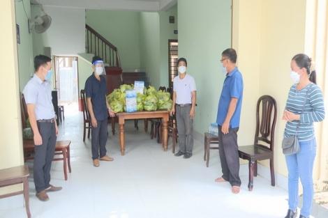 Nhóm thiện nguyện TP. Tây Ninh trao tặng 250 suất quà ở Bến Cầu