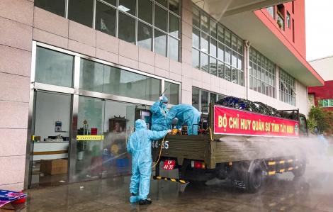 Bộ CHQS tỉnh: Phun thuốc khử khuẩn tại huyện Châu Thành và Gò Dầu