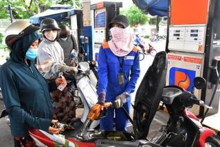 Giá xăng dầu giảm nhẹ sau 3 lần tăng giá liên tiếp