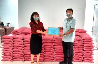 MTTQ Việt Nam Thành phố tiếp nhận hơn 10 tấn gạo hỗ trợ công tác phòng chống dịch Covid- 19
