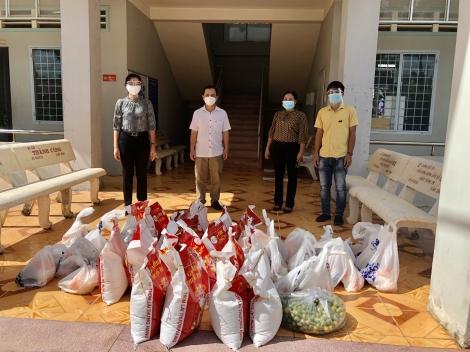 Châu Thành: Trao tặng 100 phần quà cho các khu phong tỏa do dịch bệnh Covid-19
