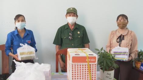 Tặng cho học sinh nghèo vượt khó ở xã Trường Hòa, thị xã Hòa Thành