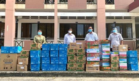 Liên đoàn Lao động tỉnh: Thăm, tặng quà Bệnh viện dã chiến số 3