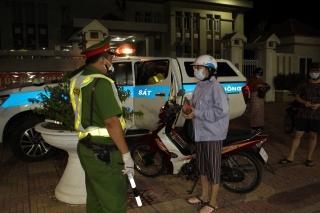 Công an thị xã Hòa Thành và thành phố Tây Ninh: Xử lý nghiêm các trường hợp ra đường không cần thiết