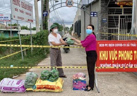 Xã Thái Bình: Trao tặng nông sản cho hộ dân trong các khu vực phong tỏa trên địa bàn