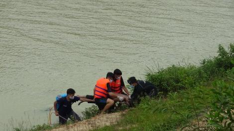 Tìm được thiếu niên đuối nước ở Kênh Tây