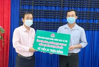 Công đoàn Ngân hàng chính sách xã hội Việt Nam ủng hộ 20 triệu đồng cho công tác phòng, chống dịch Covid-19 tại huyện Bến Cầu