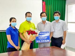 Ngân hàng Á Châu - Chi nhánh Tây Ninh trao tặng vật tư y tế phòng, chống dịch Covid-19 cho Sở Y tế