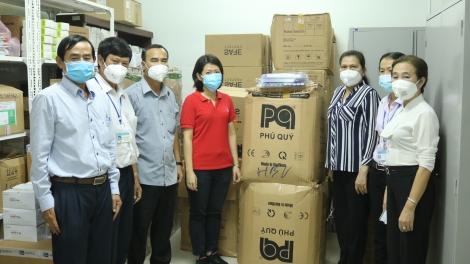 Công ty TNHH Gain Lucky Việt Nam trao tặng sinh phẩm, vật tư y tế phòng, chống dịch Covid-19