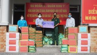 Sư Đoàn 5, Hội LHPN tỉnh: Tặng quà huyện Dương Minh Châu