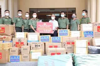 Trao vật tư y tế và nhu yếu phẩm hỗ trợ Công an tỉnh Tây Ninh