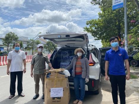 Trao tặng trang thiết bị y tế cho Bệnh viện Đa khoa Tây Ninh, các bệnh viện dã chiến