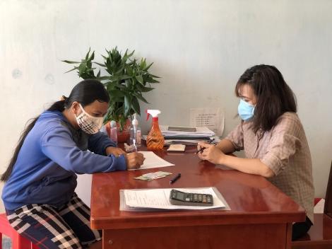 Xã Thái Bình: Trao tiền hỗ trợ cho người bán vé lẻ xổ số kiến thiết
