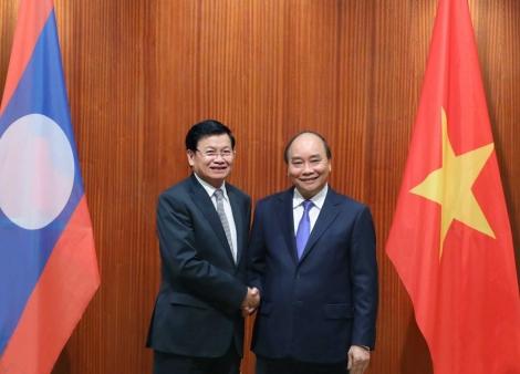 Chủ tịch nước và phu nhân lên đường thăm chính thức CHDCND Lào