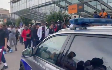 Sân bay Paris náo loạn vì Messi