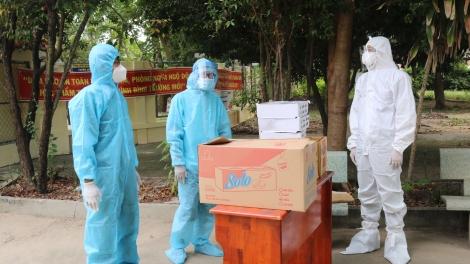Bí thư Huyện ủy Gò Dầu thăm, tặng quà các điểm cách ly y tế tập trung trên địa bàn huyện