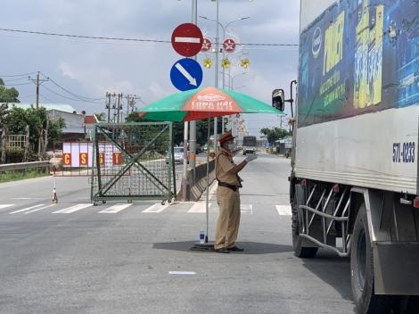 Tổ chức giao thông tạm thời tại các khu vực xét nghiệm sàng lọc SARS-CoV-2